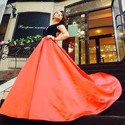 Пышное атласное вечернее  платье со шлейфом