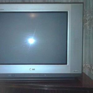 продам телевизор бу LG