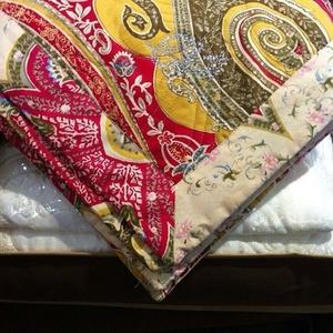 Одеяло стеганное с узорами коллекции