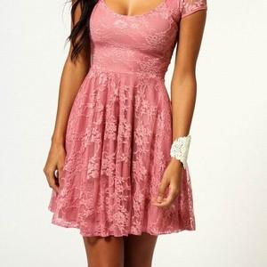 розовое кружевное платье с рукавом размер M, XL