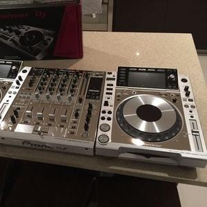 2X PIONEER CDJ-900 +1 DJM-2000 MIXER PACKAGE