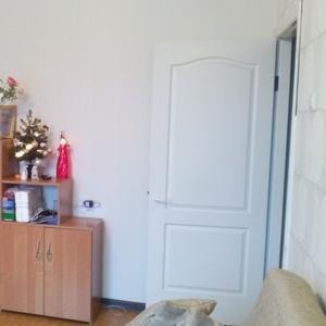 Мебельная стенка с дверками и открытыми полками. 218 х 37 х 217 см.