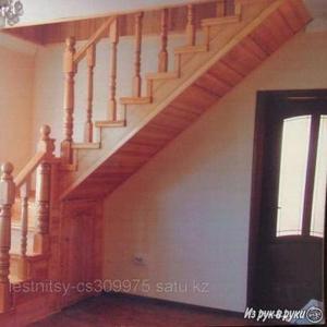 Лестницы деревянные Деревянные лестницы из лиственницы,  карагача,  сосны,  из фанеры березы,  из шпона,  дуб,  бук,  орех.
