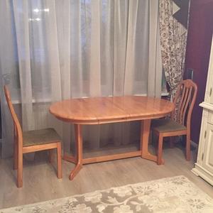 продам стол раскладной и 4 стула с мягкой обивкой